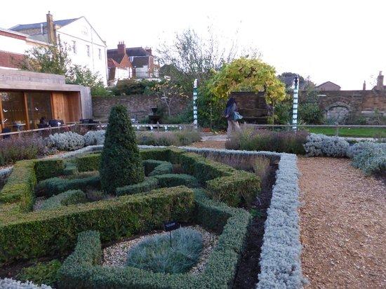 Tudor House and Garden: the Tudor Knot Garden