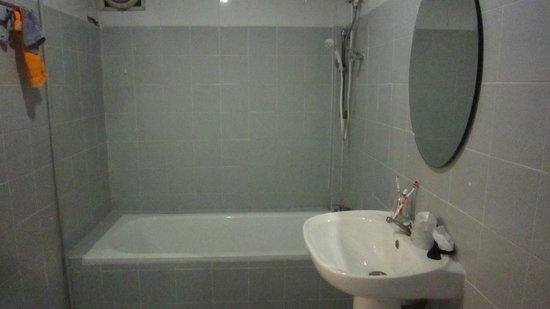 Siam Star Hotel: Bathroom
