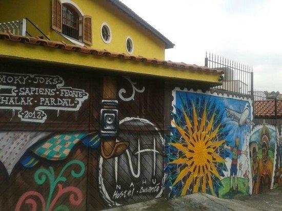 Nahu Hostel: The outside facade and grafitti