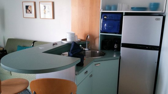 The StarLux Hotel & Suites: Kitchenette