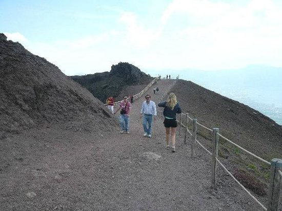 L'Altra Costiera : A walk to the Vulcano (Vesuvio)