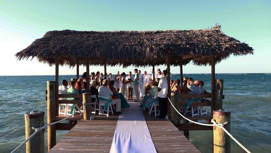 Compass Point Beach Resort: fox wedding