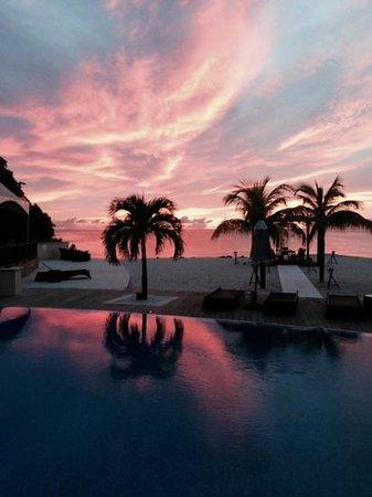 Buccament Bay Resort: sunset over Buccament Bay