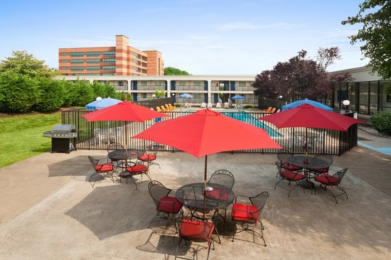 Days Inn Towson: Outdoor Grilling area