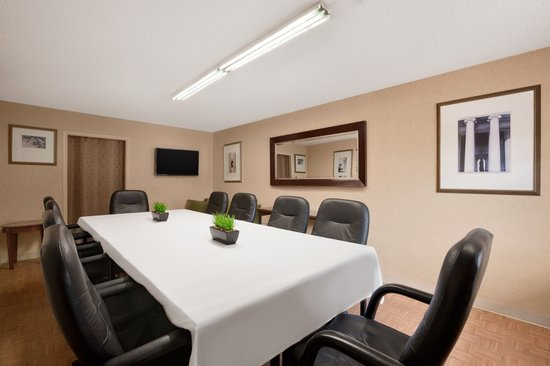 Days Inn Towson: Boardroom
