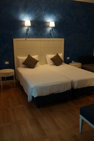 Floris Hotel: Our room