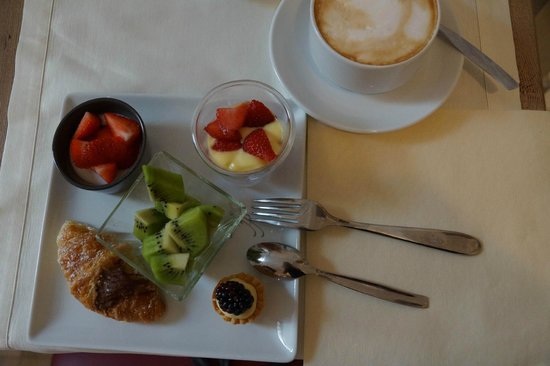 Floris Hotel: My breakfast