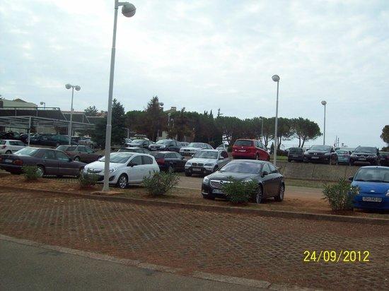 Park Plaza Histria Pula: Парковка для автомобилей.