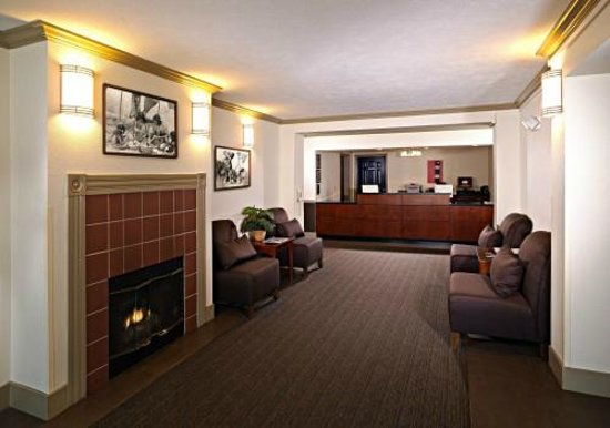Sequoia Inn: Lobby