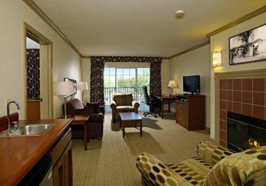 Sequoia Inn: VIP King Suite living room