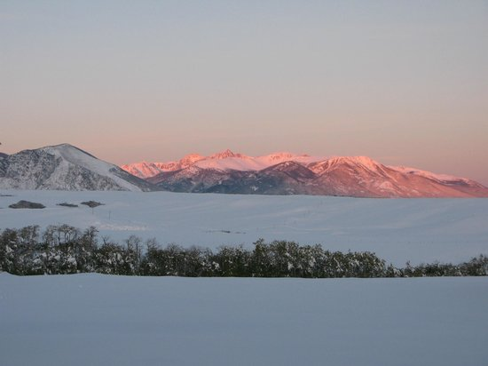Blue Sky Cabins : Sunrise on the Beartooth Mts from our cabin