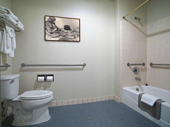 Sequoia Inn: VIP King Suite