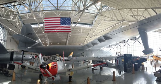 Evergreen Aviation & Space Museum: Spruce Goose accompanied by an array of aircraft of the 20th century.