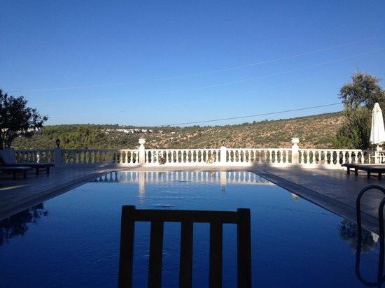 The Hotel Patara Viewpoint: Pool und Frühstücksbereich