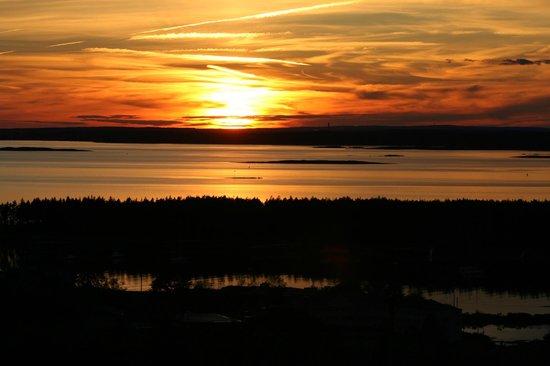 Sebasco Harbor Resort : Sunset over the harbor