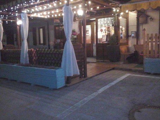 Albergo Ristorante Cacciatori: veranda del ristorante
