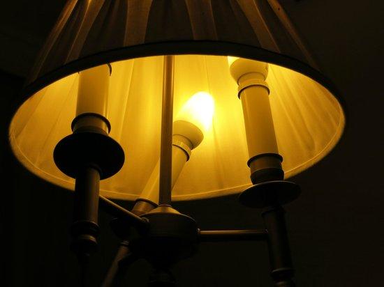 Gran Melia Don Pepe: Lampshade with dangerous lamp