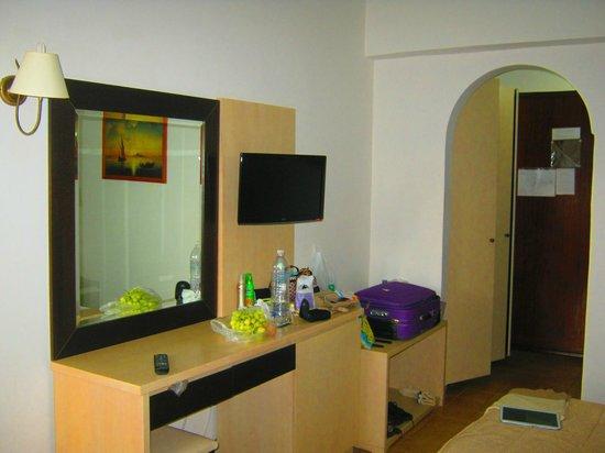 Lymberia Hotel: вид на туалетный столик