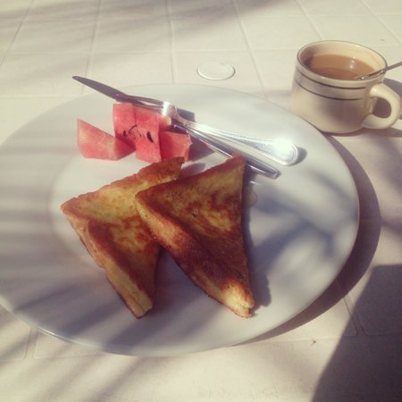 Sanya Backpackers: French toast...mmmm...