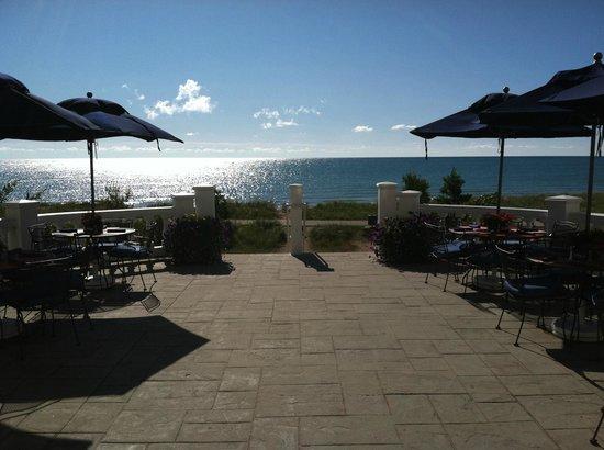 Blue Harbor Resort: Lakeside Patio