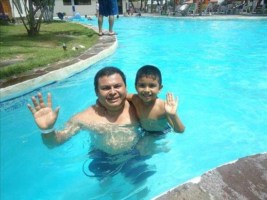 Bahia del Sol Hotel: Disfrutando de la piscina del lado del estero