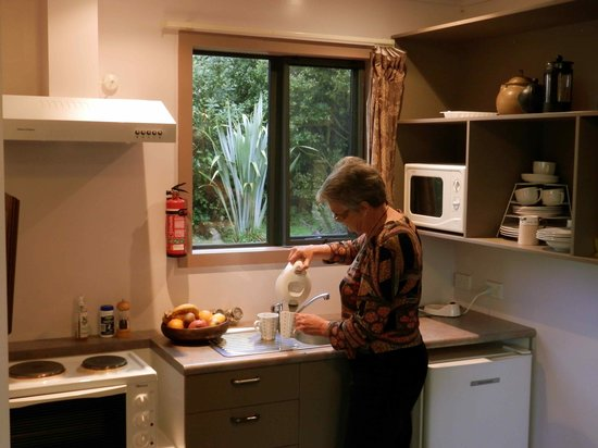 Catlins Mohua Park: Well equipped cottage kitchens