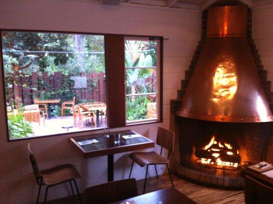 Glen Oaks Big Sur: Roadhouse Restaurant across the street