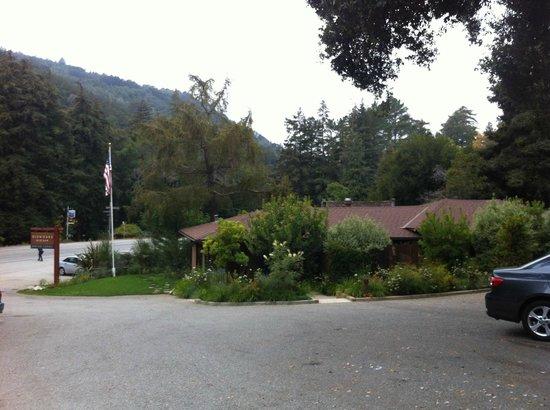 Glen Oaks Big Sur : Motor Lodge