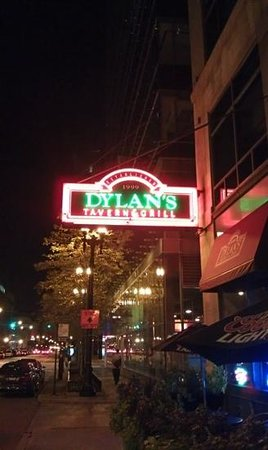 Dylans Tavern & Grill