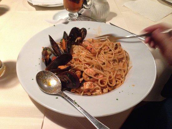 Corner Steakhouse: A very tasty Spaghetti Marinara.