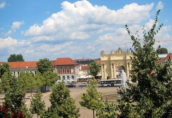 Hotel Am Luisenplatz: Вид из окна отеля