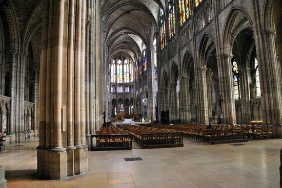 La Fête de St-Denis - Évangélisateur de Paris - 9 oct 2018 - Tableau poétique des Fêtes chrétiennes (Images et Musique)  Basilica-cathedral-of