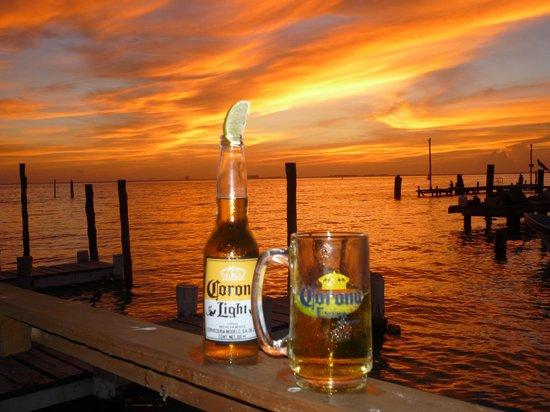 Bally Hoo Restaurant & Fish Tacos: Unreal sunset at Bally Hoo!