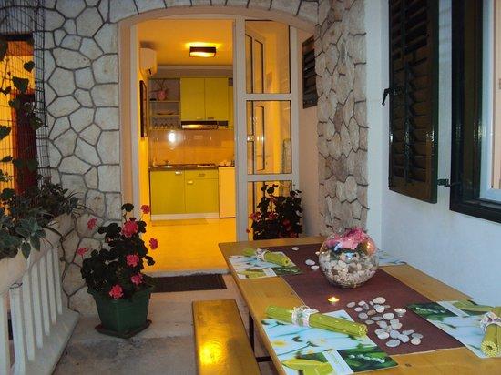 Apartments Marica Plenkovic : enterance to the studio green
