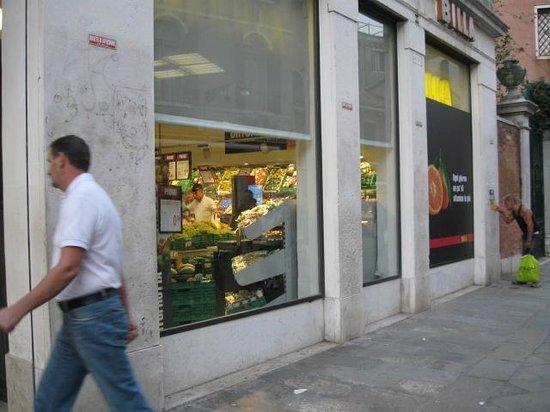 Ca' Gottardi : BILLA grocery store within a few minutes walk.