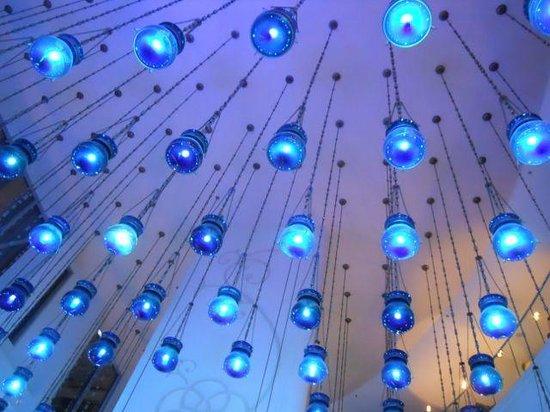 W Doha Hotel & Residences: Lobby lights