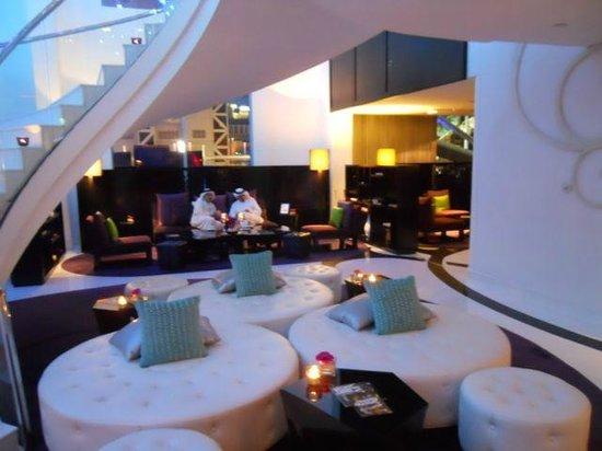 W Doha Hotel & Residences: Sitting area ... lounge