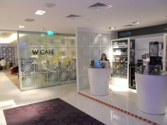 W Doha Hotel & Residences: Cafe and shop