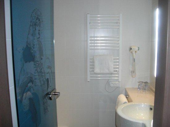 Hotel Roi Soleil Prestige : salle de bain