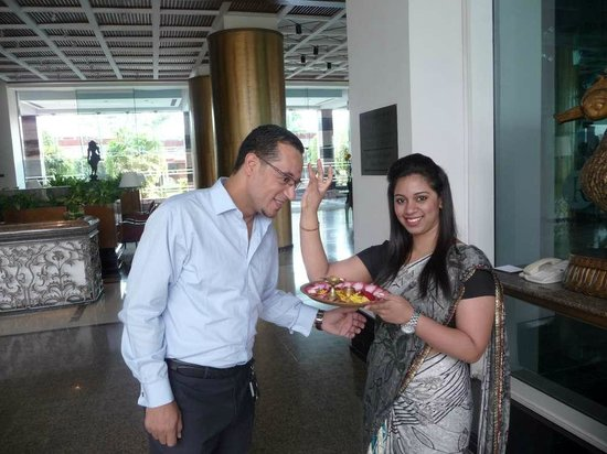 Renaissance Mumbai Convention Centre Hotel: Lovely Oyster, crew supervisor, while warm welcoming and doing Indian traditions