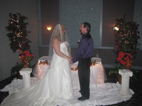 Quality Inn and Conference Center: saying vows