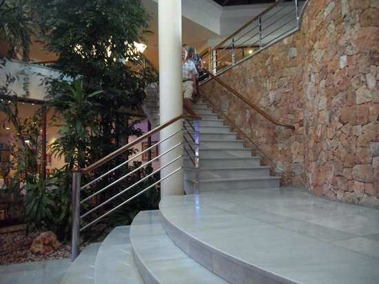 Hotel Apartamentos Princesa Playa : Marble stairs, local stone and chrome marry well