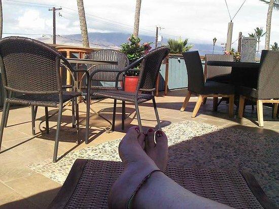 Maui Sunseeker LGBT Resort: relaxing on the top deck