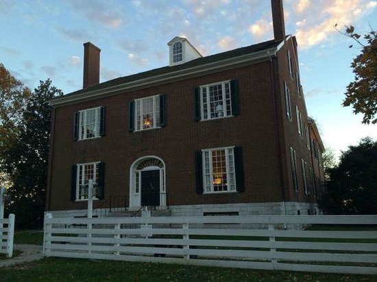 Shaker Village of Pleasant Hill - The Inn : The Trustees' House with rooms & restaurant