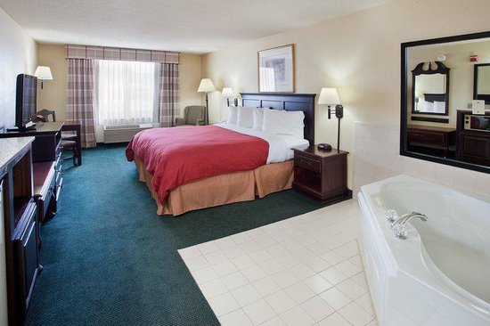Country Inn & Suites By Carlson, Hiram : CountryInn&Suites Hiram  WhirlpoolSuite