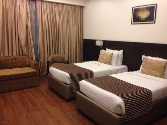 Camere arredate con gusto picture of hotel africa avenue for Camere arredate