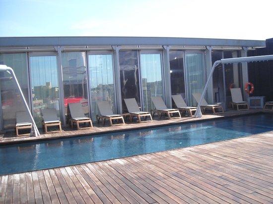 Melia Barcelona Sky: piscina