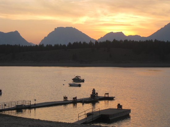 Signal Mountain Lodge: View of the Tetons at sunset