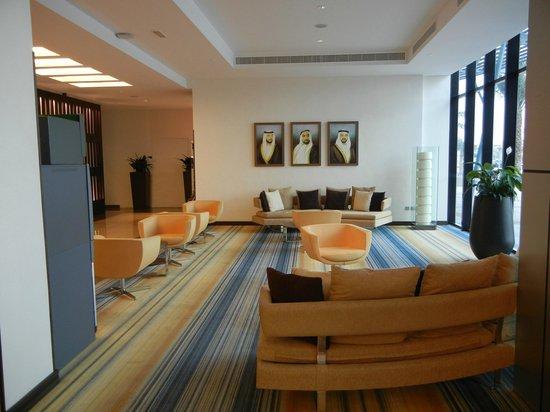 Holiday Inn Abu Dhabi: Lobby