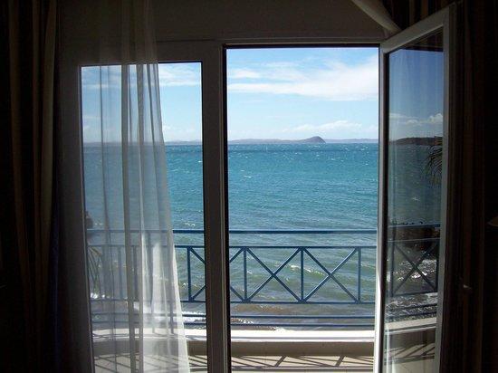 Allamanda Hotel : Vue sur la baie de la chambre